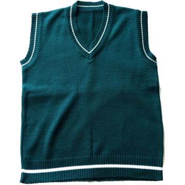 Зеленая вязанная жилетка